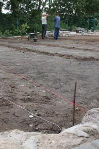 Укладка сетки против кротов, под будущий газон